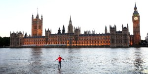 Londoners Stunned As Magician Walks On Water